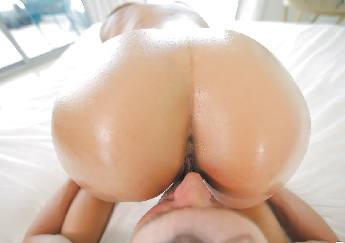 Chap is pumping beautys luscious anal tunnel and wet crack